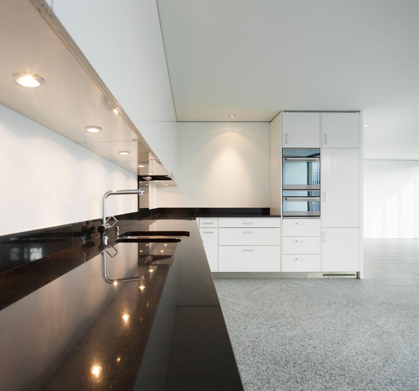 eclairage dessus evier cuisine maison design. Black Bedroom Furniture Sets. Home Design Ideas